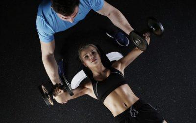 7 Ejercicios con pesas para brazos flácidos